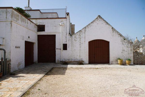 Masseria Guadiano Vecchio - La masseria dall'esterno - www.masseriaguadiano.com - Monopoli (BA) - Puglia - Italy