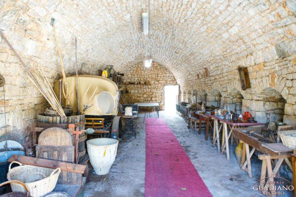 Masseria Guadiano Vecchio - L'interno di una vecchia stalla - www.masseriaguadiano.com - Monopoli (BA) - Puglia - Italy